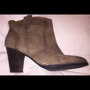 Womens Clarks Indigo Boots Size 11 M Taupe